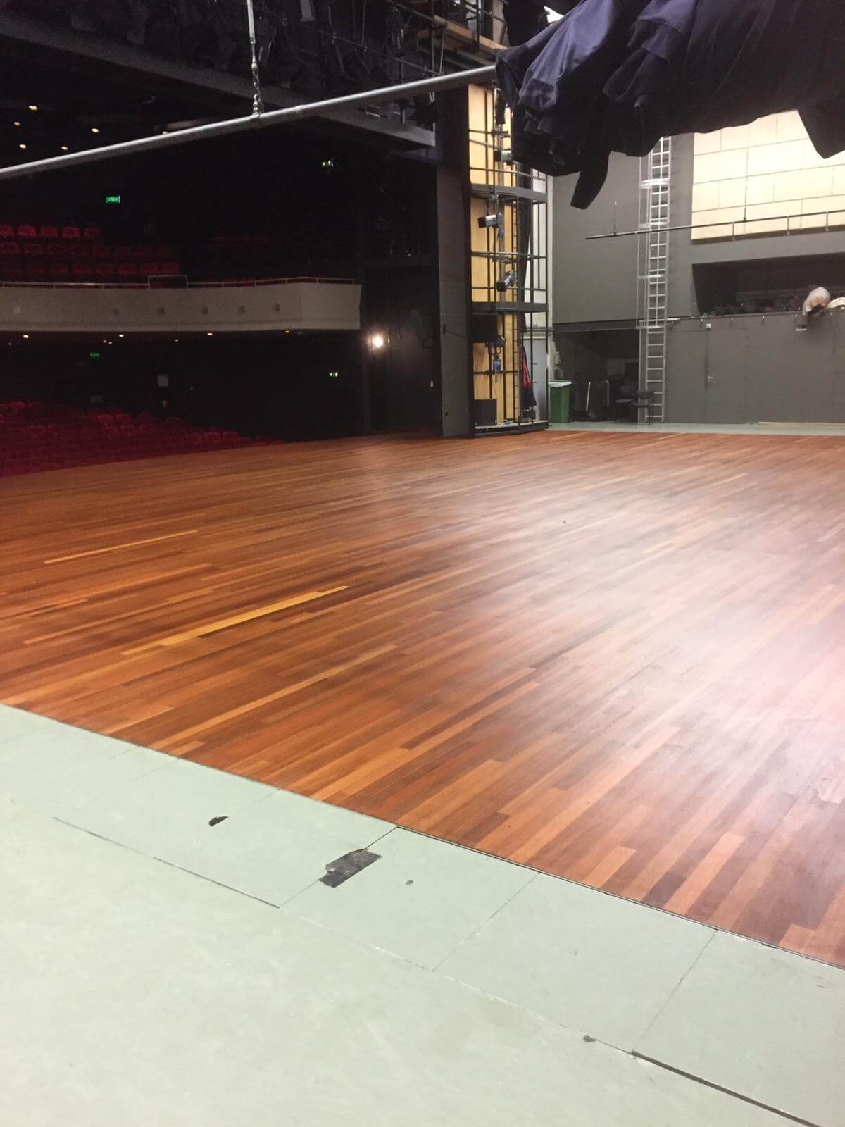 HOUT en VLOEREN Rotterdam Noord Begin Isla Theater